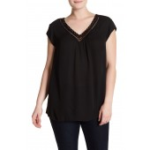 Scallop Lace Trim V-Neck Tee (Plus Size)