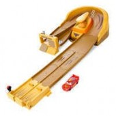 Lightning McQueen Radiator Springs Track Launcher - Cars