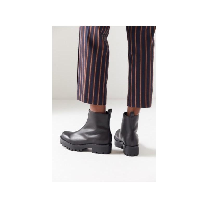 UO Cleo Zip-Front Boot